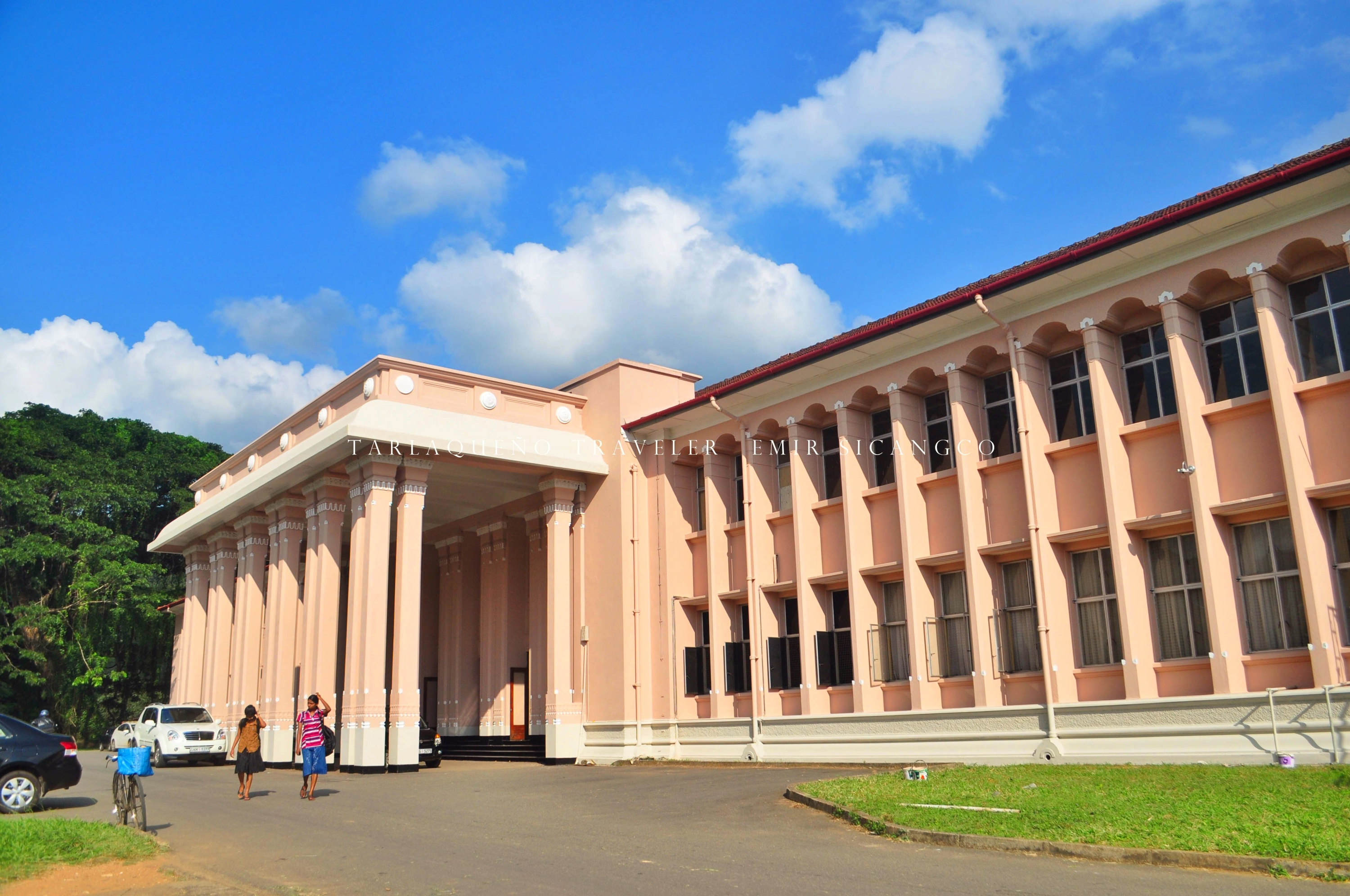 Library building (?) inside the premises of University of Peradeniya